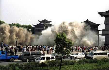 tsunami_wave_coming_unexpected