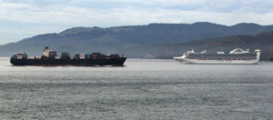 ships-crossing-past-the-Golden-Gate